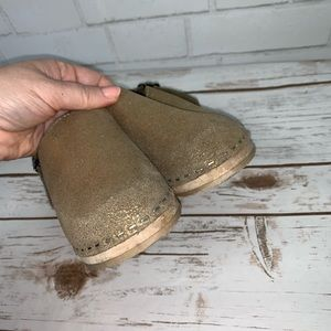 Hanna Andersson Shoes - Hanna Andersson Metallic Gold Clogs 30 or 12